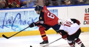Jaromir Jagr of the Florida Panthers and Anthony Duclair of the Arizona Coyotes