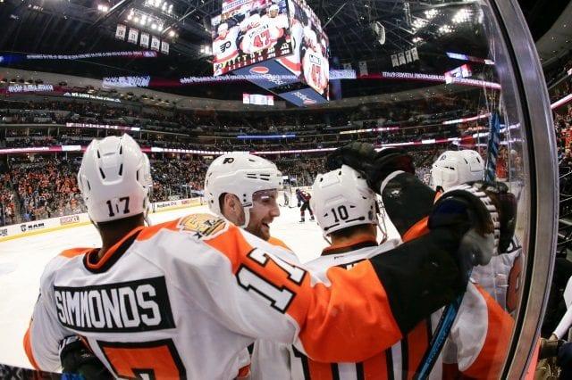 Philadelphia Flyers injury notes on Wayne Simmonds and Ivan Provorov.