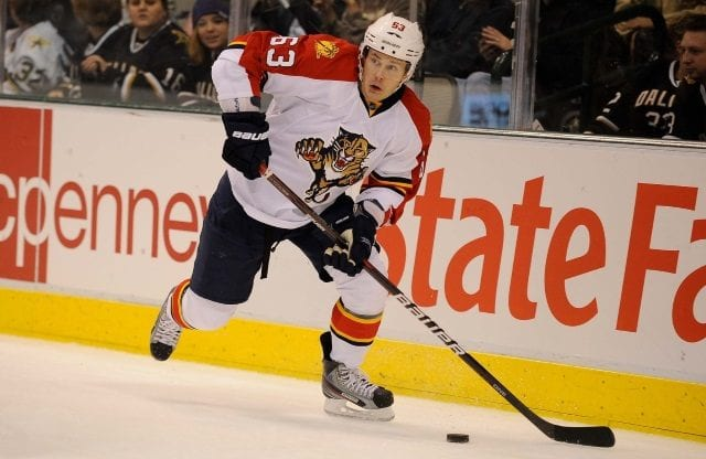 The Florida Panthers are signing KHL free agent Evgeni Dadonov
