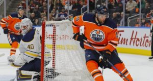 Patrick Maroon and Robin Lehner are two of the top NHL free agents that remain unsigned.