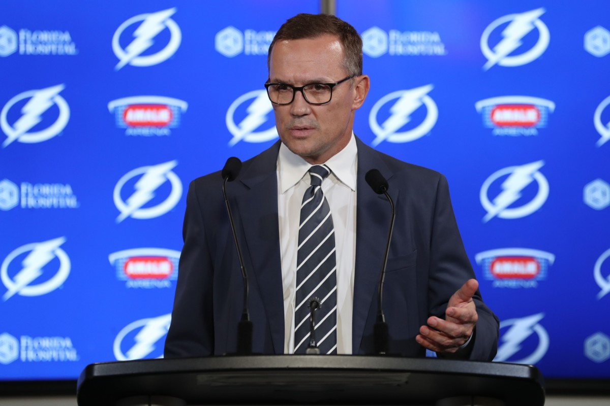 Tampa Bay Lightning GM Steve Yzerman stepping down
