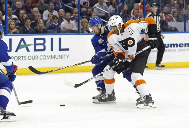 Philadelphia Flyers haven't made a decision on what to do with pending unrestricted free agent Wayne Simmonds.
