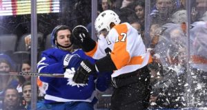 Wayne Simmonds hasn't received a contract offer from the Philadelphia Flyers lately.
