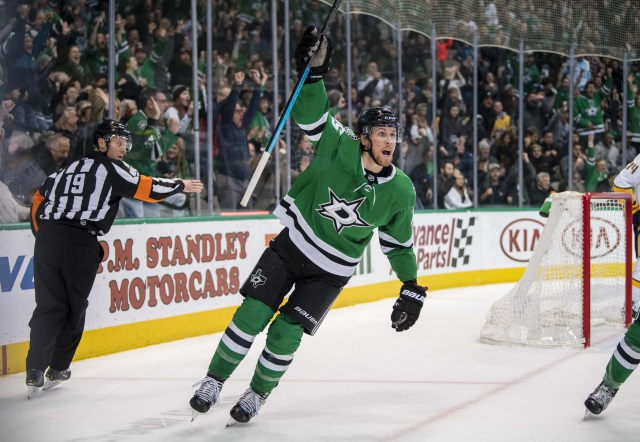The Dallas Stars sign Esa Lindell to a six-year extension.