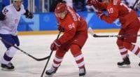 The Toronto Maple Leafs have signed forward Alexander Barabanov