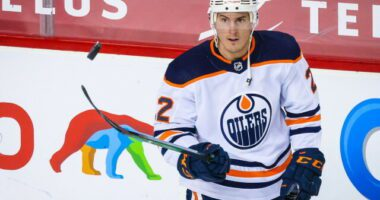 Oilers to re-sign Tyson Barrie, may explore a Ethan Bear trade because of it. Islanders running out of options. Devils the frontrunners for Dougie Hamilton.